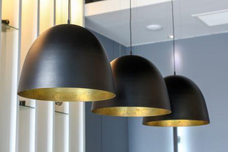 decoración con lámparas colgantes